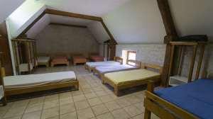 dortoir lits simples