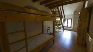 dortoir de 8 couchages avec mezzanine en bois